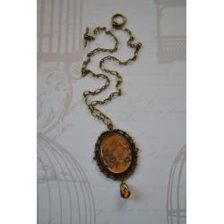 Vintage stiilis elegantse ripatsiga kaelakee