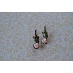 Romantiliste roosiliblikatega kõrvarõngad
