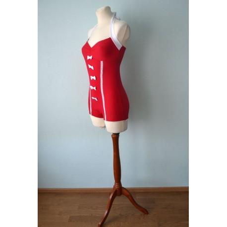 Pin-up stiilis valgete lipsudega punane trikoo