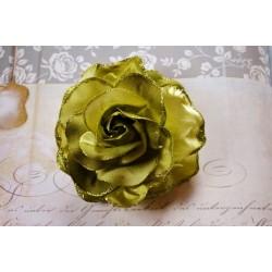 Sädeleva rohelise roosiga juukseehe