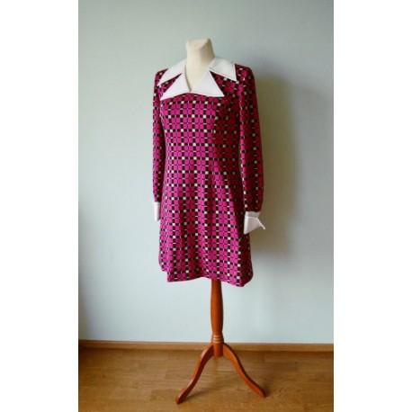 Kolmnurk-kraega ruuduline pikkade varrukatega kleit