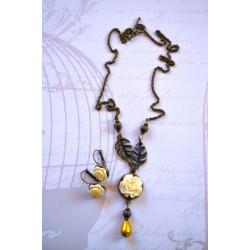 Kollase roosiga kaelakee ja kõrvarõngaste komplekt
