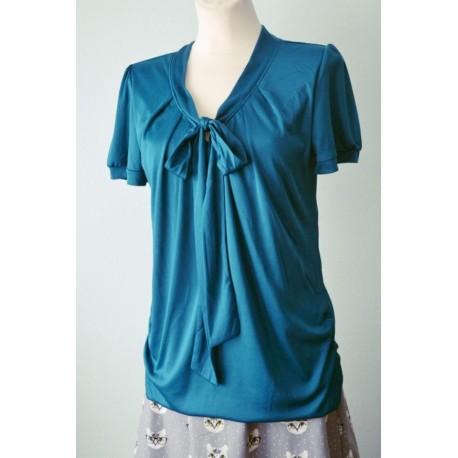 Lühikeste varrukatega õhuline lipsuga pluus