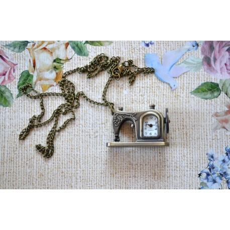Vintage stiilis õmblusmasina ripatsiga kell
