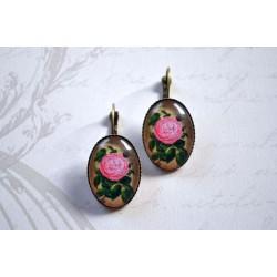 Suure roosa roosikameega kõrvarõngad