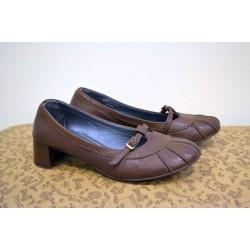 Pruunid kontsaga kingad