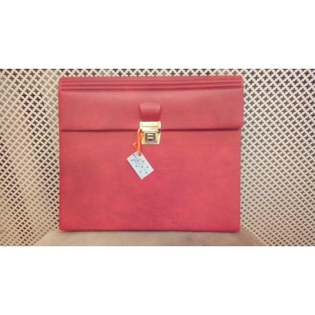 Klambriga suletav punane dokumendisahtel-kott