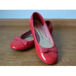 Punased täpikeste ja lipsudega baleriinad