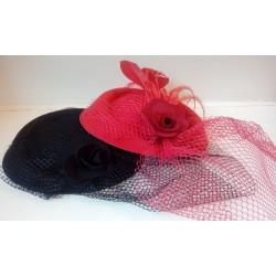 Võrgu, sulgede ja roosiga vintage stiilis väike kübar