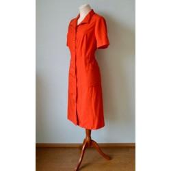 Eest nööpide ja taskutega punane vintage kleit