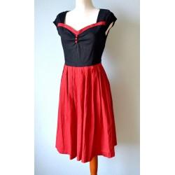 Rockabilly stiilis musta üleosa ja punaste nööpidega punane kleit