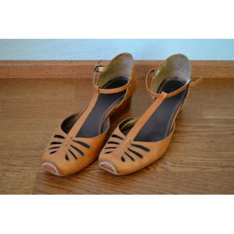 Pruunid T-ribaga kingad