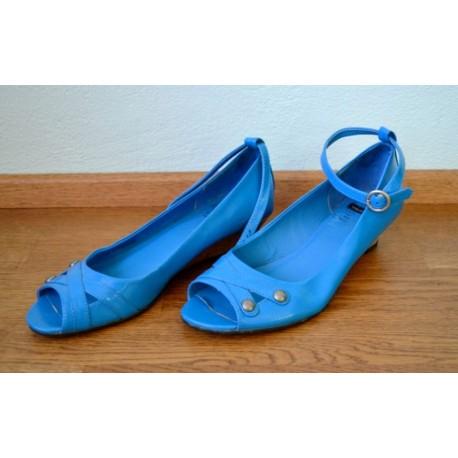 Türkiissinised korgist kontsaga kingad