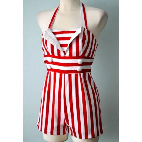 Nööpidega valge-punase triibuline pükskostüüm