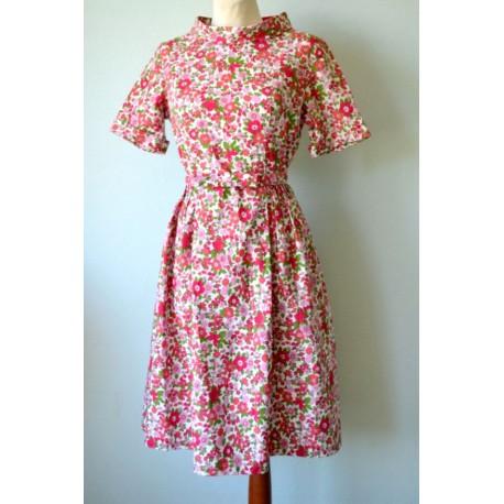 Vööga lilleline vintage kleit
