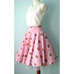 Rooside ja täppidega roosa romantiline 1950ndate stiilis seelik