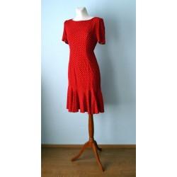 Volangilise allääre ja mustade täppidega punane 1950ndate stiilis kleit