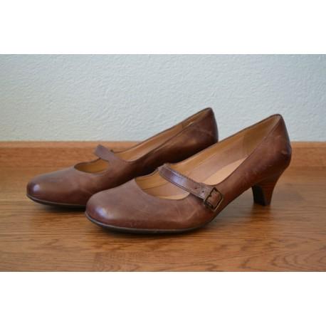 Pruunid vintage stiilis kontsaga kingad