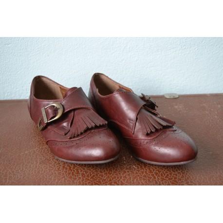 Narmastega madalad pruunid vintage stiilis kingad