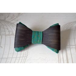 Rohelise kangaga musta tooni puidust kikilips