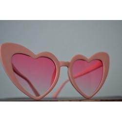 Roosad südamekujulised prillid