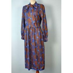 Suure lipsuga pikavarrukaline mustriline vintage kleit