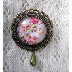 Roosi mustri ja roosa tilgakujulise pärliga pross